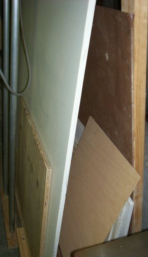 Wall Saw - Sheet storage.jpg (22687 bytes)